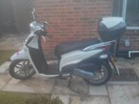 great condition 2015 white kymco people one scooter 125I for sale £1000