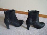 LADIES ECCO Black Ankle Boots, Size 7 (Eur 40)