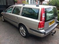 Volvo V70 D5 SEauto diesel estate full service history leather seats in excellent condition for year