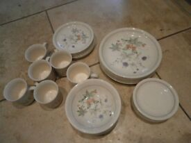 Staffordshire Dinner service 36 pieces.