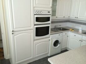 executive 1 bed apt with private terrace close to beach, fit kit, gch, d/glazing really nice condi