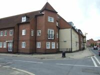 Lovely 2 bedroom spacious maisonette in Chichester - available February 2017