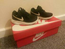 Size 4 Nike traniers