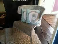 Lloyd Loom type chair and 2 cushions