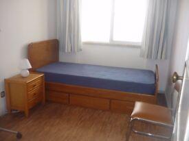 Great single room in Ilford near Gants Hill Station!!