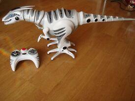 Large Roboraptor (Dinosaur) w/ Controller