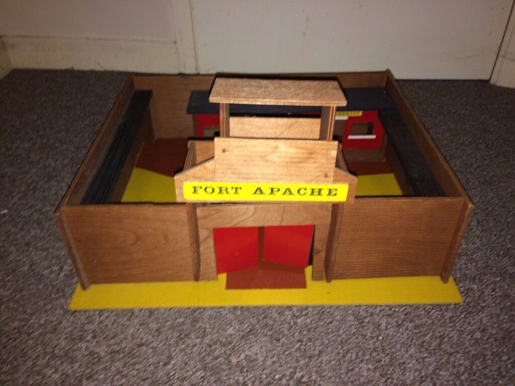 WILD WEST FORT APACHE - WELKUT MODELS - 1980s Cowboys & Indians Toy Fort