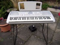 Yamaha PSR-290 keyboard with stand and power adaptor