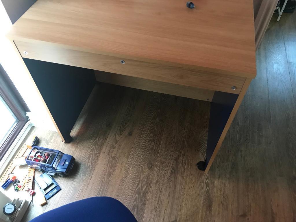 Small desk an chair