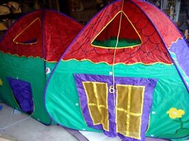 BEAUTIFUL LARGE CHILDRENS POP UP TENT - IDEAL FOR CHRISTMAS PRESENT