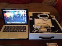 * Unibody 2008 Macbook 4GB Yosemite 10.10.2 £300 ono *