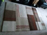 Large rug ( 5ft x 3.5ft approx)