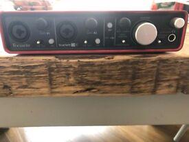 Focusrite Scarlett 2i4 USB-powered audio interface + XLR (M) - balanced 1/4Inch jack pro cables