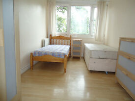 Share room for a gentleman available now in clean flat in Roehamopton