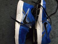 blue nike trainers,