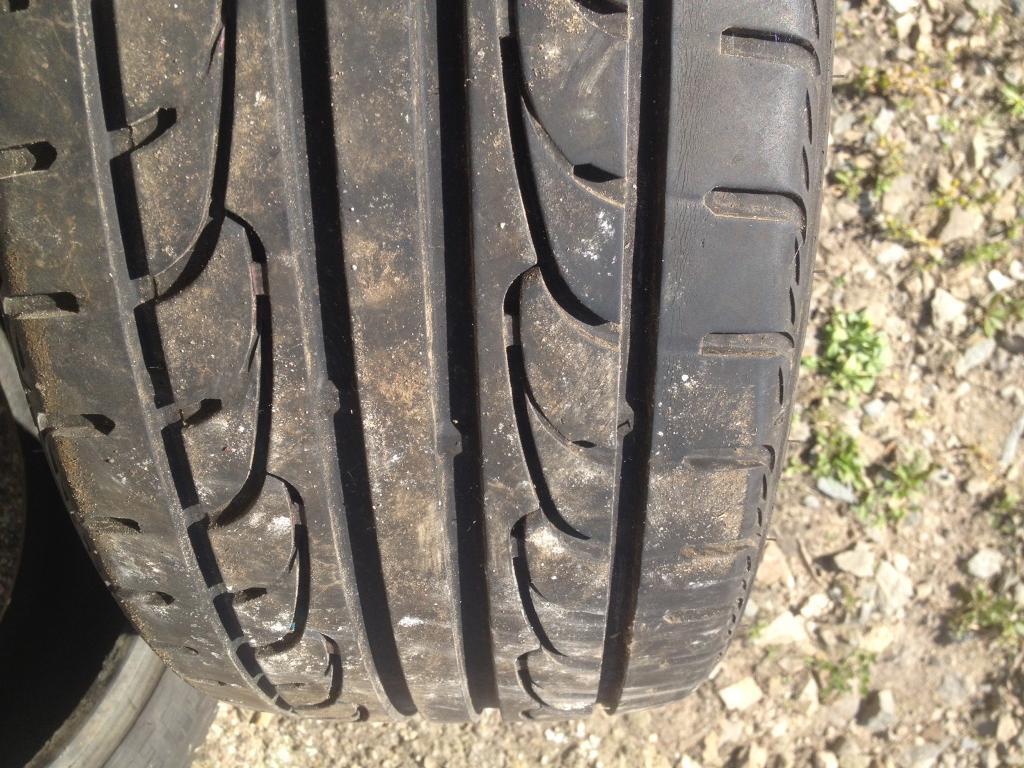 Pair tyres