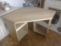 Oak veneer computer desk in very good condition
