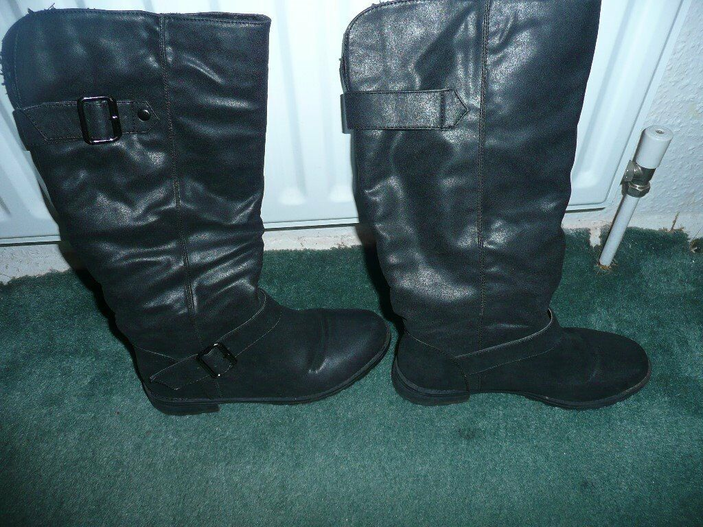 Womens boots 3 pairsin Old Trafford, ManchesterGumtree - Womens boots 3 pairs size 6, brown pair unworn, black pairs very good condition tel 0161 881 4813