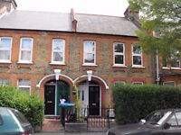 WALTHAMSTOW E17, LLOYD PARK, REFURBISHED 2 BEDROOM FLAT, SHARED GARDEN, AVAILABLE LATE JAN £300PW