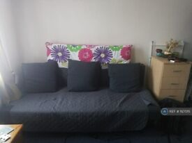 Studio flat in Edgware, Edgware, HA8 (#1127015)