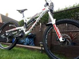 Bicycle downhill intense 951
