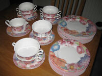 Dinner Service, Bone China, Villeroy and Boch, Corolla design, excellent condition