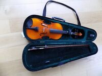 3/4 student violin in case with bow