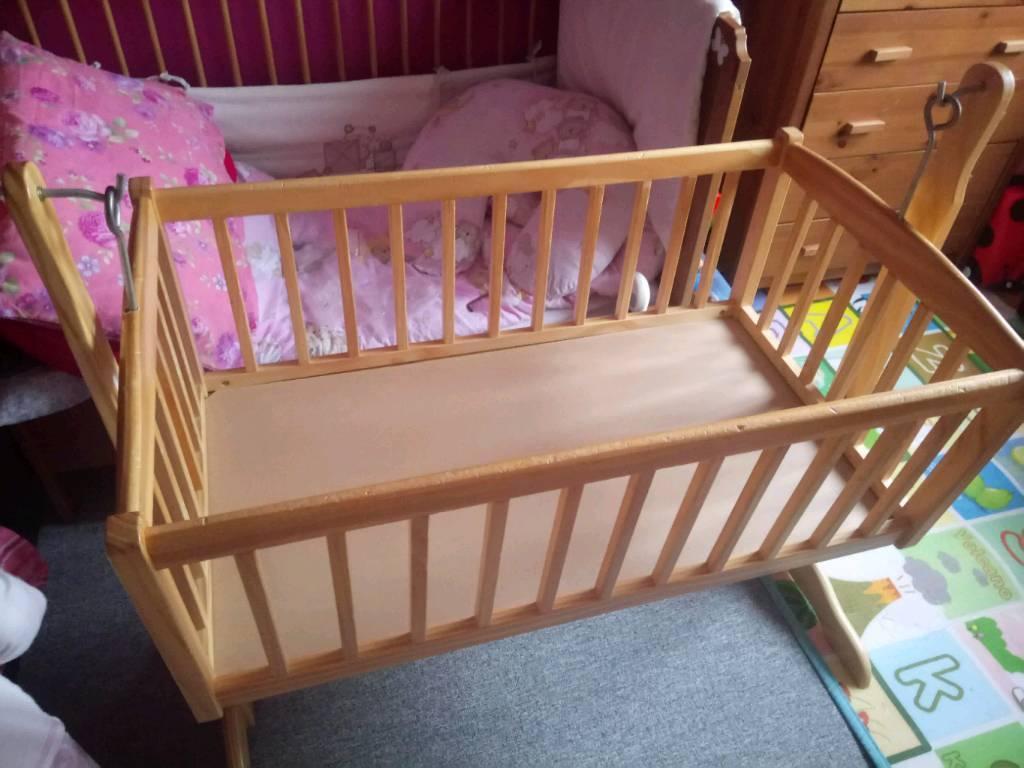Claire de Luna rocking crib