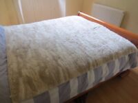 Huge Thick Habitat Cream Faux Fur Blanket Throw for Bed/Sofa - 150cm x 170 cm - Super Cosy