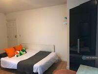 1 bedroom flat in Yews Mount, Huddersfield, HD1 (1 bed) (#1082102)