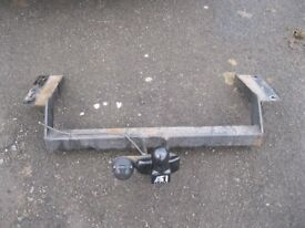 VAUXHALL VECTRA TOW BAR COMPLETE WITH BRACKETS HARDLY BEEN USED