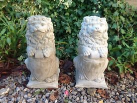 Pair of lions with shields in grey £28