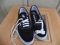 Mens Vans Shoes Size 10 Black & White Brand New