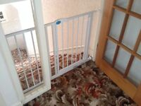 Lindam Stair Gate with extension for extra wide stairs/doors