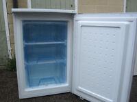 White Undercounter Freezer (LEC U5511W A+)