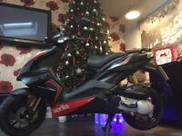 2016 Aprilla sr 50cc scooter looks new