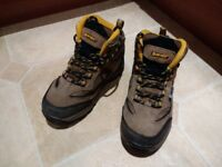 Boys Size 13 Walking Boots Hi-Tec