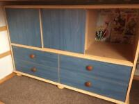 Blue unit with drawers