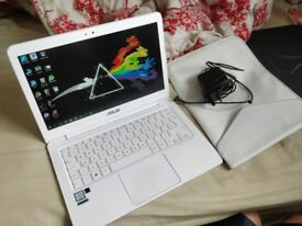 Asus Zenbook UX305 + original charger and Case