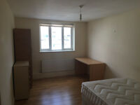 3 Bed Flat ** 2 Bathrooms ** Balham High Road ** Ideal For Working Sharers or Students **