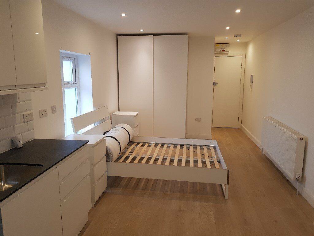Studio Flat £950 pcm (£220 pw) bills included