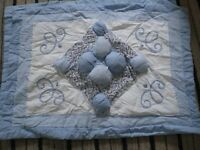 VINTAGE SHABBY CHIC DOUBLE BEDSIZE PADDED THROW WITH 2 PILLOW SHAMS
