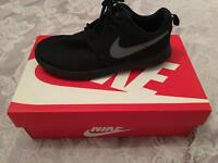 NIKE ROSHE ONE ALL BLACK