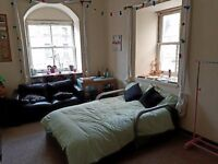 Edinburgh festival let, double room in Leith
