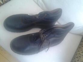 1 pair of boot type & 1pair shoes