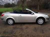 REANULT MEGANE 1.6 2006 CONVERTIBLE. LOW MILES. PANORAMIC GLASS ROOF.
