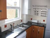 lovely 1 bedroom top floor flat in balham, with separate kitchen,
