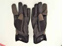 MEN'S QUALITY SHOOTING GLOVES OLIVE MEDIUM AS NEW used once for clay pigeon shooting £20