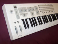 Emulator E-MU / EMU LONGboard Professional 61-Note USB & MIDI Keyboard / Synthesizer.