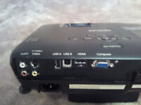 """EPSON EH-TW550 PROJECTOR + 92"""" pull down screen if willing to collect from stanley"""